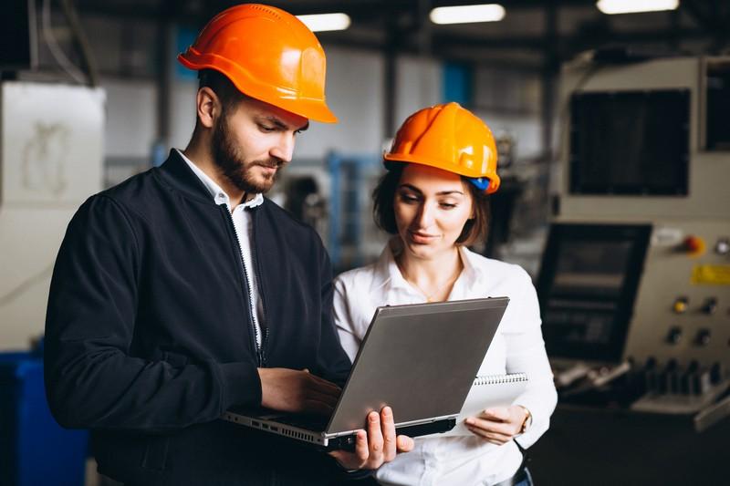 Zespół powypadkowy - powołanie, skład, zadania - specjalista ds.BHP ispołeczny inspektor pracy badają wypadek przy pracy